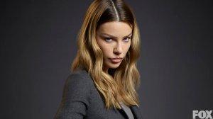 Lauren German as Detective Chloe Dancer.
